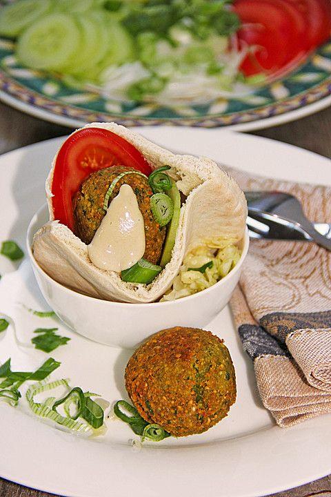Grüne Kichererbsenbällchen (Falafel) mit Sesamsauce, ein sehr leckeres Rezept aus der Kategorie Frittieren. Bewertungen: 2. Durchschnitt: Ø 3,5.