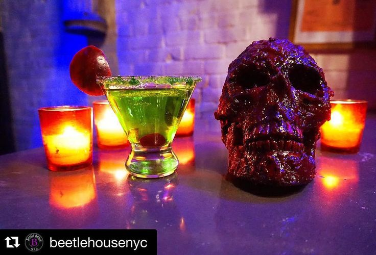 "Tim Burton está em alta! Essa semana inaugura o bar-restaurante temático @beetlehousenyc com referências aos filmes do diretor no East Village em Nova York  Hello! This is one of our two dozen hand crafted potions the ""9"" apple martini. You've never had one like this. We believe it improves mood and lowers anxiety #AllPlanetTurismo #AllpEats #AllpANorte #bar #timburton #restaurant #director #drink #bottomsup #oddball #popup #open #nyc #bigapple #beetlehouse #eastvillage #cocktail #travel…"