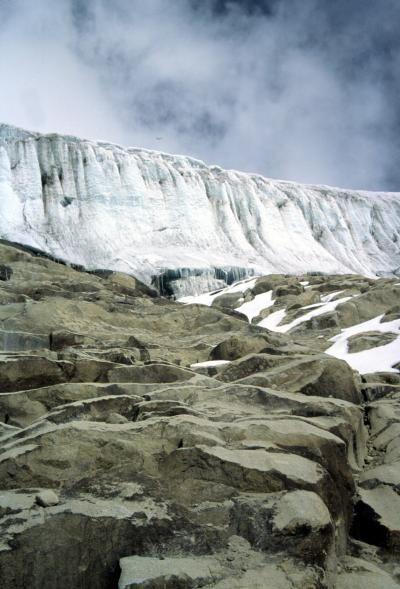 Una stele di Rosetta per il clima. Due nuclei di ghiaccio estratti sulle Ande Peruviane aiutano i ricercatori a ricostruire la storia del clima tropicale del nostro pianeta negli ultimi due millenni. Lo studio su Science Express. Credits immagine: Lonnie Thompson, courtesy of Ohio State University. Leggi l'articolo su Galileo: http://www.galileonet.it/articles/515ed124a5717a485d000049