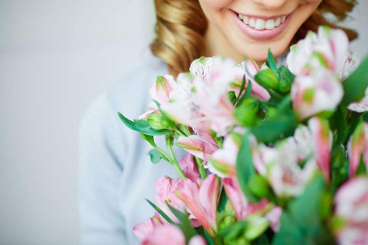 Descanse, reflita, sorria, se distraia. Aproveita y diz te amo com flores a uma pessoa especial! #opoderdasflores #flowers #nature #flower #love #flor #amor #natureza #wedding #garden #beautiful #naturaleza #primavera #rosas #flowerstagram #hechoamano #instagood  #decor #naturelovers #green #handmade #color #casamento #floral #fashion #pink #plantas #moda #arte #decoração #cores #plants #detalles #art #rosa #jardim #photookftheday #fleurs #flora #decoracao #foto #bomdia #colors #Portugal