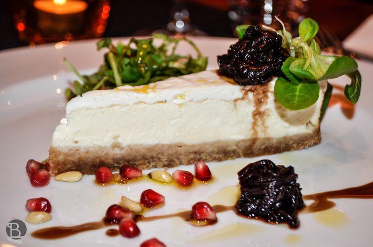 CHEESECAKE Z KOZIEHO SYRA (6,90 €) - S MARINOVANOU ČERVENOU ČAKANKOU, PÍNIOVÝMI ORIEŠKAMI, GRANÁTOVÝM JABLKOM A ŠALÁTIKOM / Goat cheese cheesecake!  Best Bratislava (Slovakia) Restaurants