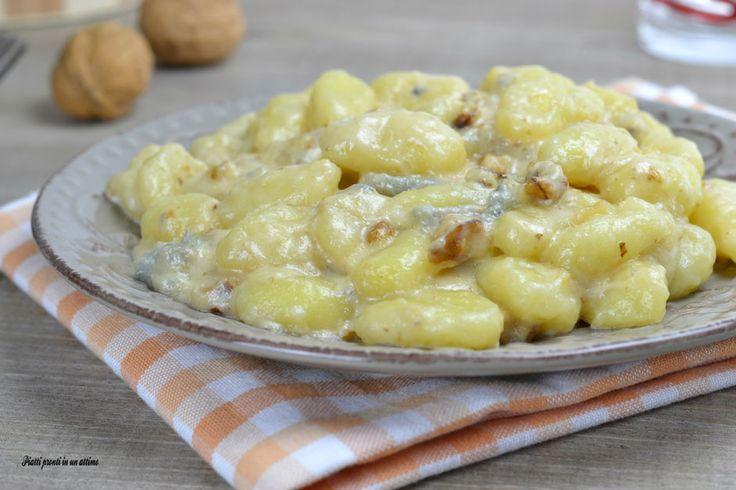 Gli gnocchi gorgonzola e noci sono un primo piatto ricco di gusto e sapore, semplice da preparare. Sono ideali da preparare in mille diverse occasioni.