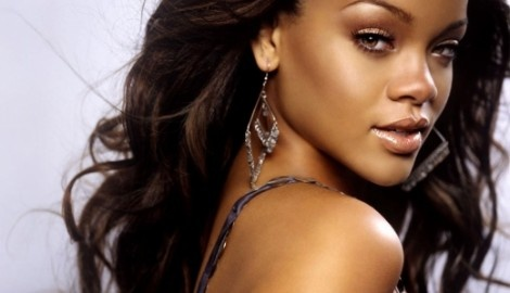 Maquiagem para pele negra: Music, Rihanna, Search, Beautiful Women, Makeup, Celebrities, Beauty, Beautiful People, Hair