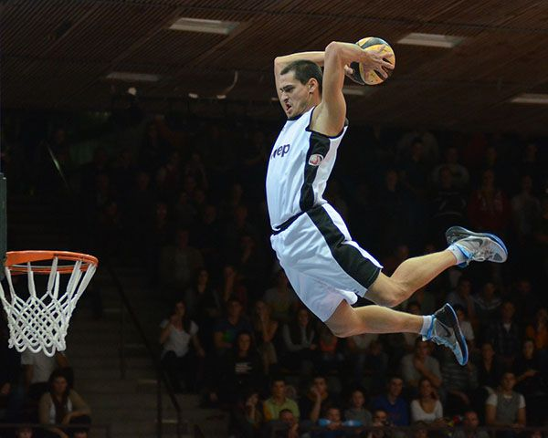 It's a site about Basketball, that teaches how to increase vertical jump of players.