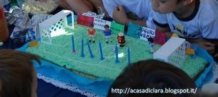 una torta a forma di campo di calcio - kids party!
