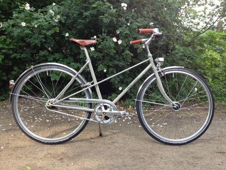 Janas klassisches Mixte Stahlrahmen Fahrrad aus gemufften 25CrMo4 Stahl in Steingrau