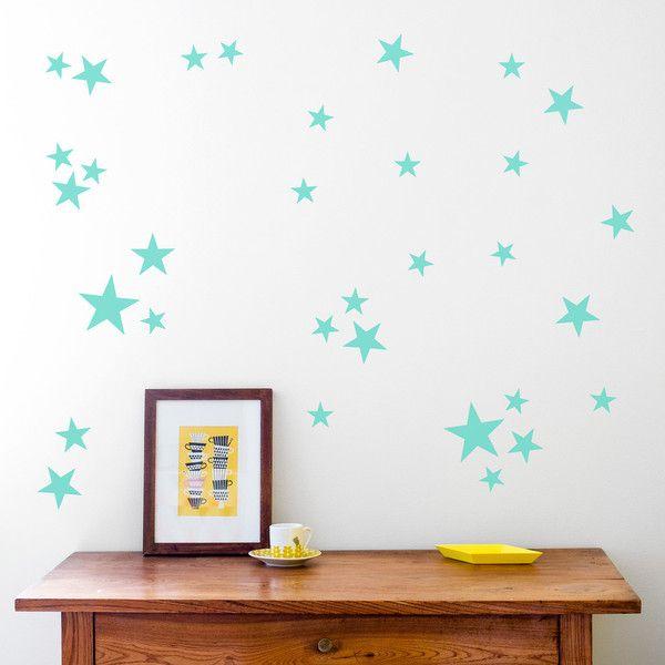Nos encantan estos vinilos reutilizables en rosa para decorar la habitación de tus niños. Colócalos sobre la mesa de estudio o encima de la cama y crea un nuevo espacio