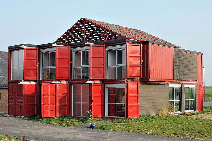 House made of shipping containers in France