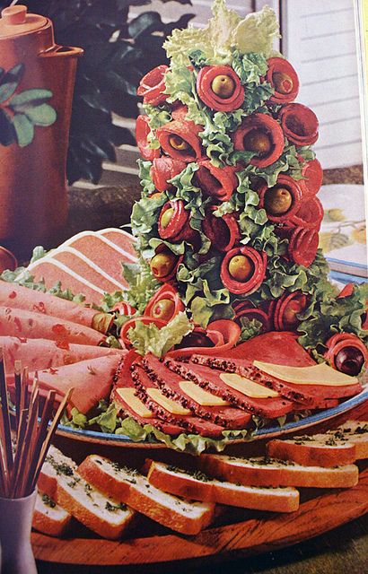 meat tree.: Holidays Parties, Mmmm Meat, Sandwiches Parties, Trees Parties, Display Ideas, Meat Topiaries, Centerpieces, Christmas Ideas, Meat Trees