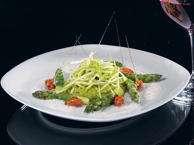 Салат из спаржи с миндальной пеной