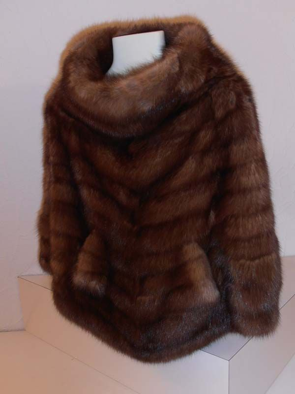 BRUNO PELLICCE SANREMO poncho-in-zibellino-russo.jpg 600×800 pixels Yes! I do Love FUR. •••furever.in•••