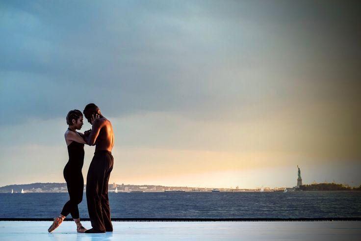 """Żyrafa i szakal w rozmowie - nowy artykuł! """"Uwielbiam patrzeć na tańczących ludzi – pary, osoby indywidualne, dzieci. Kocham tańczyć! Jest to mój sposób na wyrażenie siebie, swoich emocji oraz na zabawę. (...) W Porozumieniu bez Przemocy mówi się, że rozwiązywanie konfliktu jest jak taniec żyrafy z szakalem. Zwierzęta te symbolizują odpowiednio: empatię i jej brak."""" #zyrafa #szakal #porozumieniebezprzemocy"""