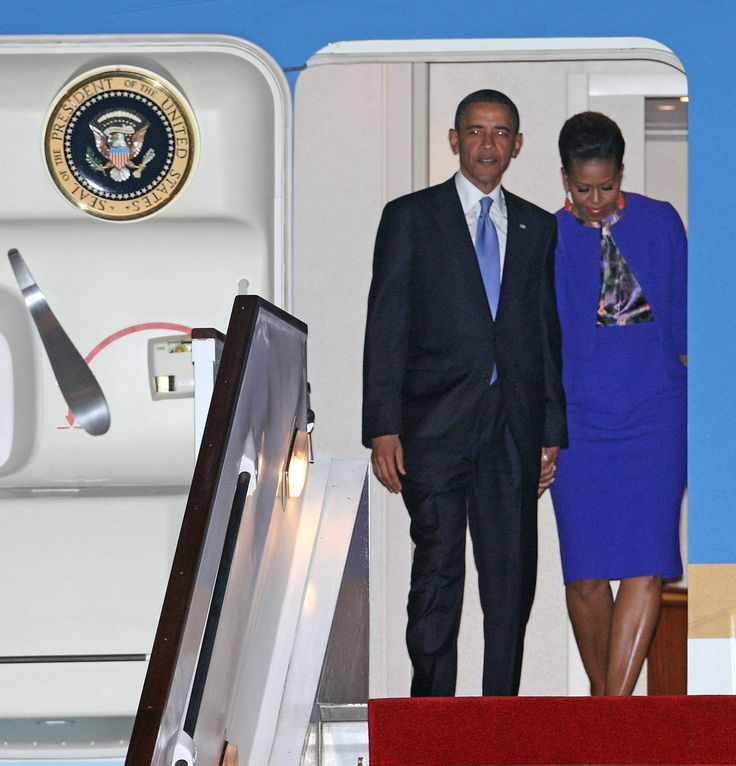 Michelle Obama Photos - US President Barack Obama and First Lady Michelle Obama arrive from Air Force One at Stansted Airport on May 23, 2011 in Stansted, England. After visiting Ireland yesterday, U.S. President Obama will be welcomed by Queen Elizabeth II at Buckingham Palace, meet with Britain's Prime Minister David Cameron, lay a wreath at Westminster Abbey and deliver a speech to Parliament. First Lady Michelle Obama will visit students at Oxford University. - US President Barack Oba...