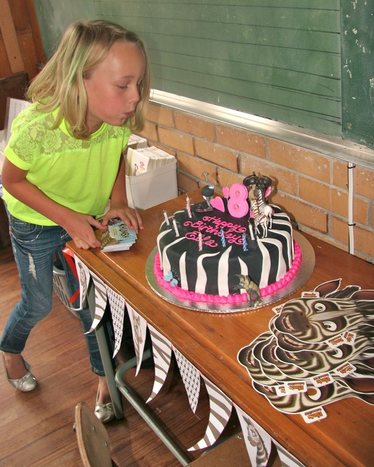 A fan's Khumba Birthday Party at School  How COOL is this ?! This fan turned 8 this week and decided to throw a Khumba party for her birthday! We LOVE your cake! - SUPER FAN STATUS!! Send us your pics, let's all celebrate Khumba together !