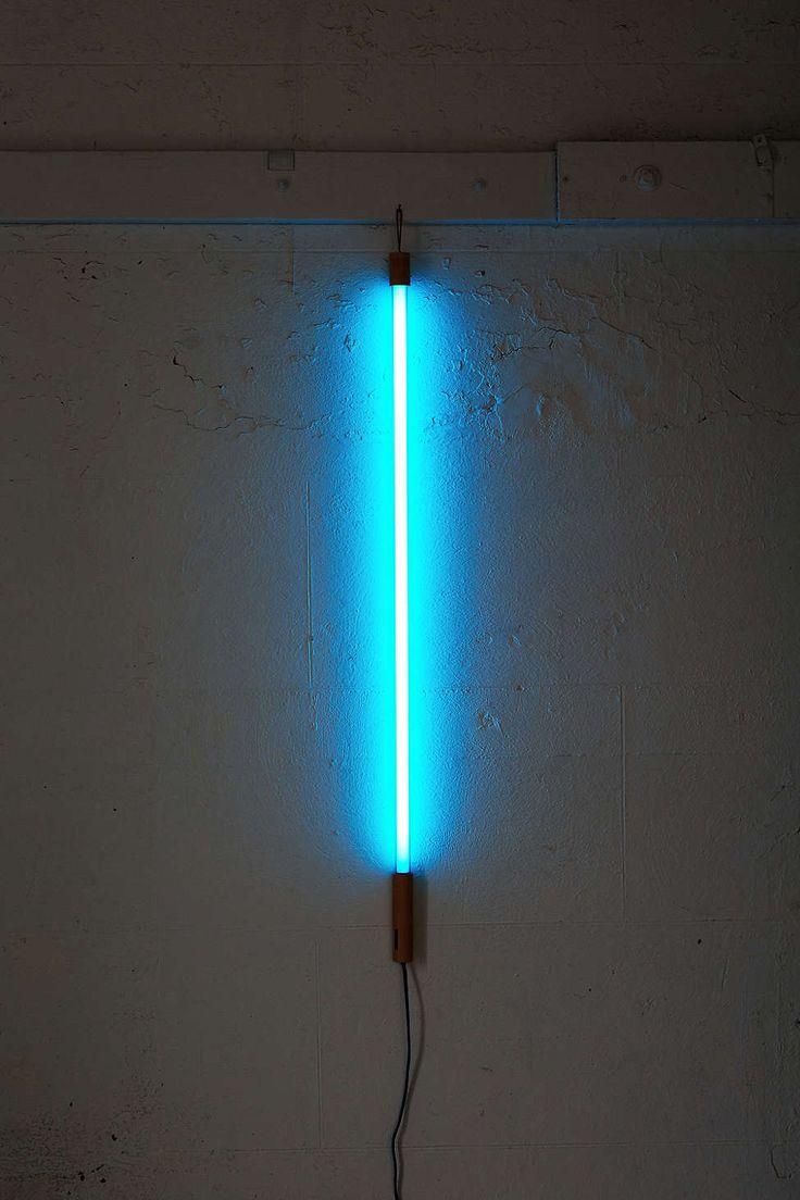 die besten 25 neon tube lights ideen auf pinterest neon hallo wundersch ne und neonzitate. Black Bedroom Furniture Sets. Home Design Ideas