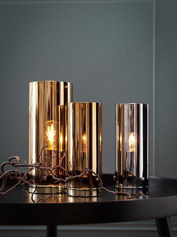 Bordlampan Storm från Markslöjd är en vacker armatur med glasskärm. http://www.lampan.se/sv/articles/2.84.8367/markslojd-storm-12-koppar-bordlampa