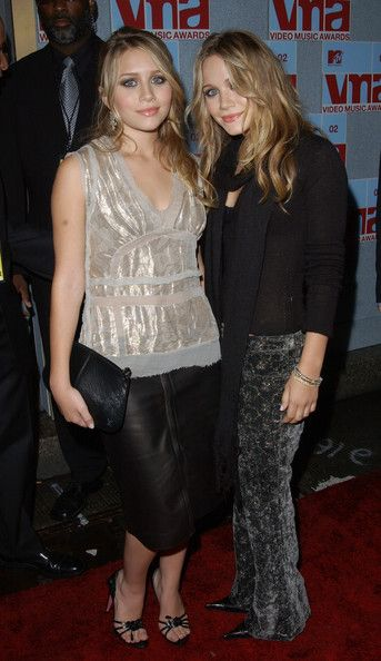 Olsen Twins at the MTv Music Awards | Mary-Kate Olsen MTV VIDEO MUSIC AWARDS 2002. RADIO CITY MUSIC HALL ...