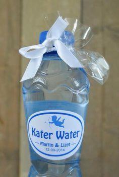 Orgineel kado voor je bruiloft gasten. Een flesje kater water met 2 paracetamol eraan.