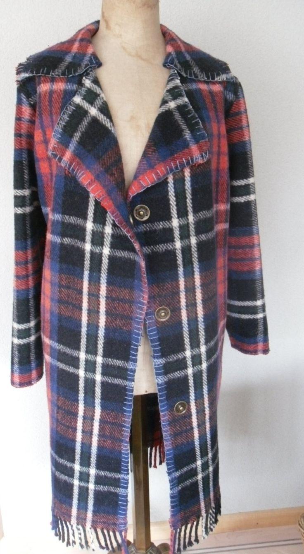 Handmade dekenjas jas gemaakt van een vintage plaid deken, mt. M door MORETHANVINTAGENL op Etsy