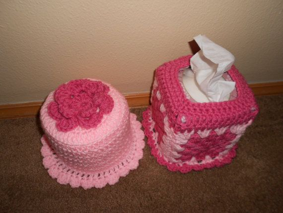 Crochet tissue and toliet paper cover set by stephsyaya on Etsy, $15.00