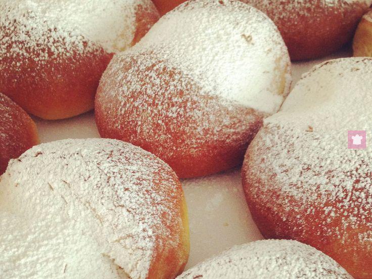 La spongada è un dolce tipico della Valle Camonica. La ricetta richiede impegno, ma il risultato è una focaccia soffice e zuccherina davvero eccezionale