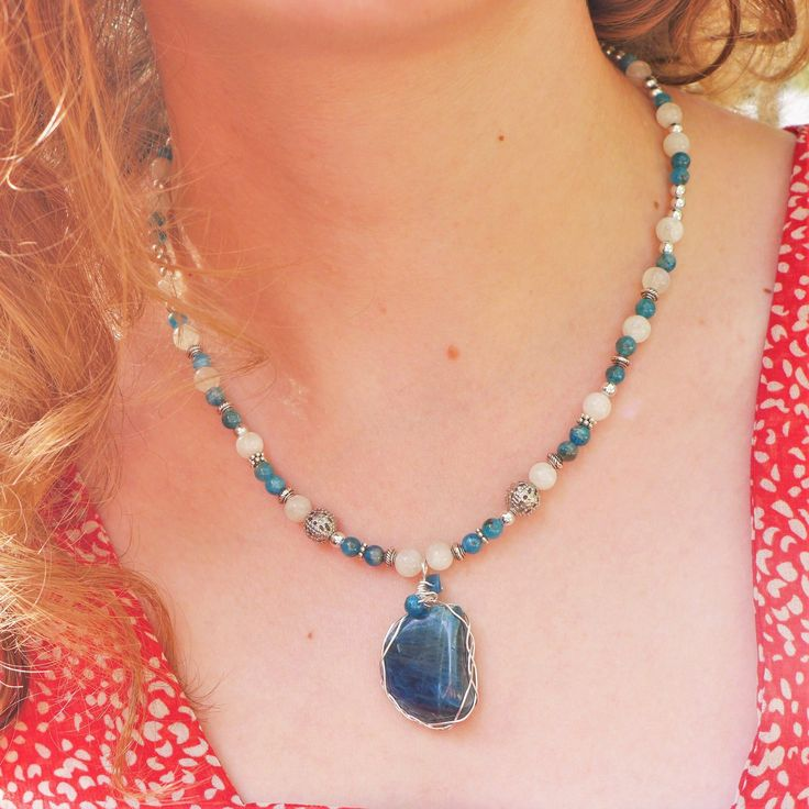 Collier apatite bleue et perle de lune : Collier par verveine-citron