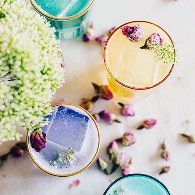 Cheers to Friday! These Sweet Honey Rose cocktails are keeping the pastels of Spring in full effect. Rosewater, St. Germaine & Gin. See more via @gabivalladares @thefeedfeed.cocktails