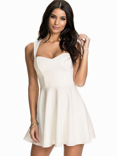 Nelly.com: Keyhole Back Dress - NLY One - kvinna - Vit. Nyheter varje dag. Över 800 varumärken. Oändlig variation.