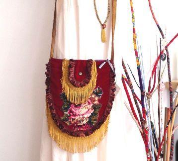 kırmızı kadife işlemeli bohem çanta