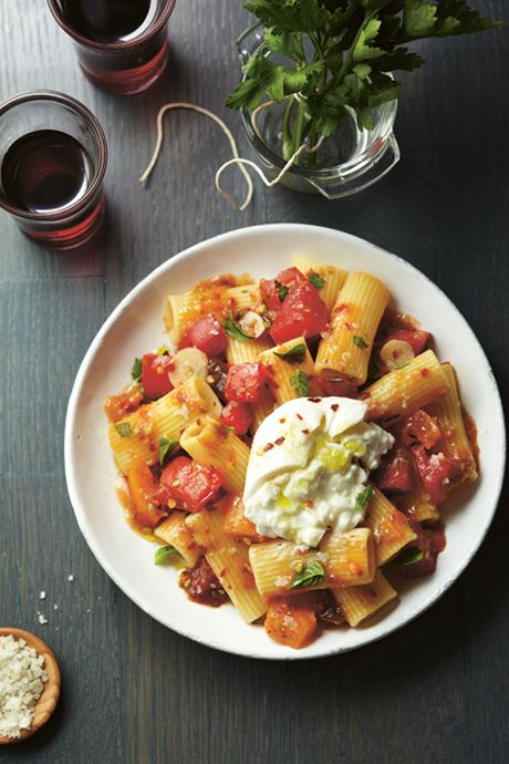 Rigatoni con pomodorini, peperoncino, e #burrata.