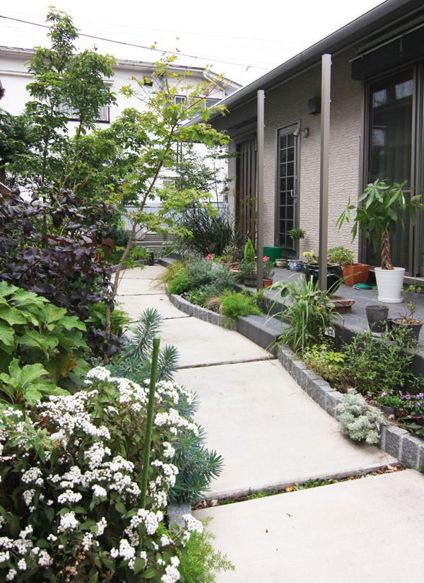 アプローチ / 花壇 / 植栽 / ナチュラルガーデン / ガーデンデザイン / 外構 Garden Design / Approach / Flower bed / Plants