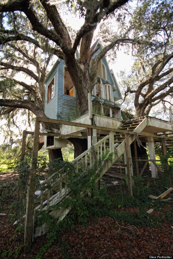 Abandoned treehouse, shot by photographer Drew Perlmutter. Who could possibly ever abandon a tree house