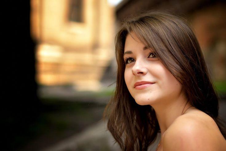 Дана кареглазая портрет улыбка