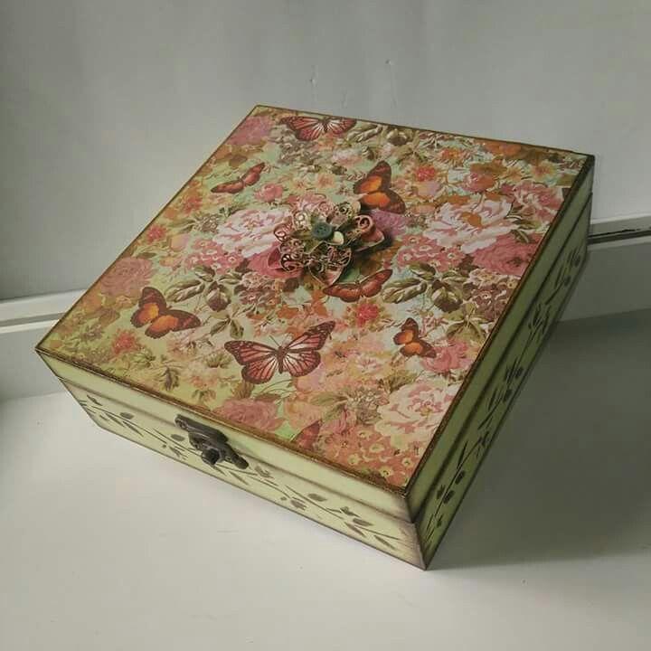 Caixa de decoração florida em scrapbook