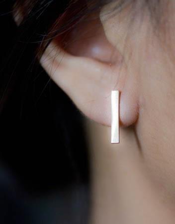 https://www.bkgjewelry.com/sapphire-ring/301-18k-yellow-gold-diamond-blue-sapphire-ring.html Minimal
