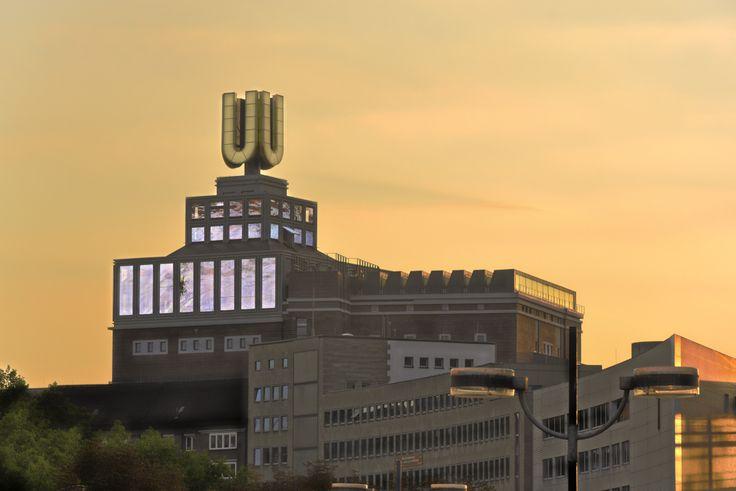 Der U-Turm in der Dortmunder Innenstadt ist ein in den 1920er Jahren fertiggestellter Industriebau. Auf dem Areal befand sich einst der Stammsitz der Dortmunder Union Brauerei. Im Zuge der RUHR.2010 wurde das Gebäude für ca. 100 Mio. Euro saniert und zu einem Kunst- und Kulturzentrum umgebaut.