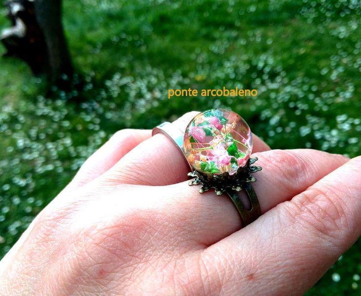 Anello bronzo con sfera in resina/ fiori essiccati/ veri fiori/ anello regolabile/ vintage/ anello a fiore/ regalo/ handmade di PonteArcobaleno su Etsy