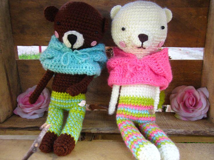 Coco y Mila ositos amigurumis con capucha. $7500  . regalos hechos con amor