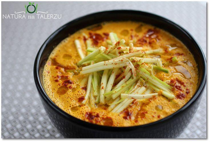 Tajska zupa marchwiowa z makaronem