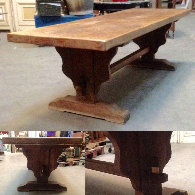table monastère en chêne massif ,pietement à entretoise clavette . XX siècle .