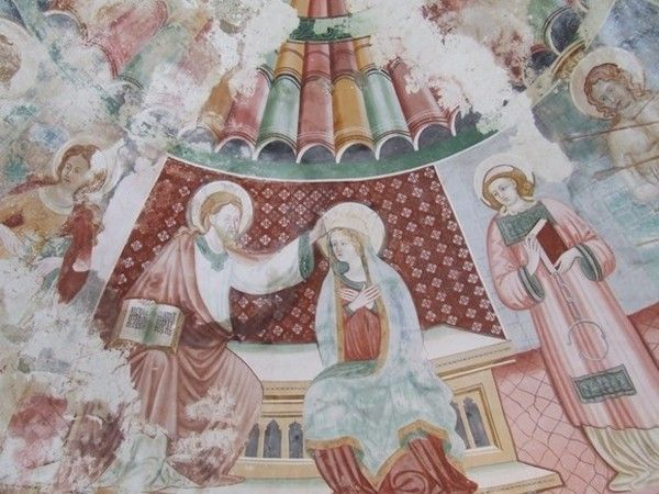 RESTAURO: Il recupero di questi dipinti ha riportato alla luce anche altre immagini, realizzate lungo le pareti, che nei secoli erano state ricoperte da uno spesso strato di intonaco.