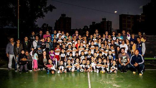 Jornada gratuita de cine futbolero en Dock Sud                              Las Torres es un humilde club de Dock Sud que busca ayudar a los chicos, sacarlos de la calle y ayudarlos a crecer en for... http://sientemendoza.com/2016/12/06/jornada-gratuita-de-cine-futbolero-en-dock-sud/
