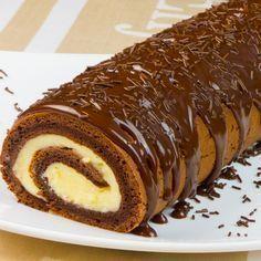 Vă prezentăm o rețetă de ruladă super delicioasă pentru toți amatorii de dulciuri. Este extraordinar de gustoasă și cu un aspect apetisant. Savurați blatul pufos, fin și delicios, combinat perfect cu crema aromată și glazura de