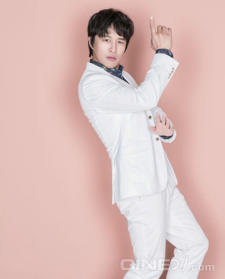 Cha Tae Hyun - Cine21 Magazine vol. 1086