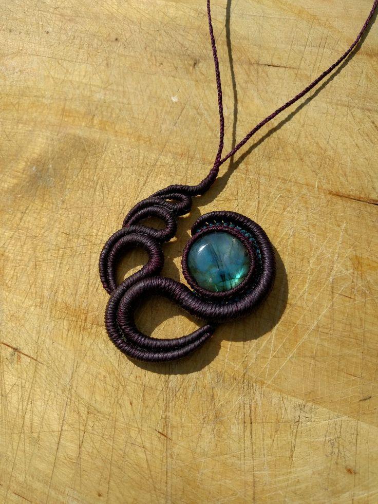 collier macrame avec une pierre semi precieuses labradorite : Collier par manifil