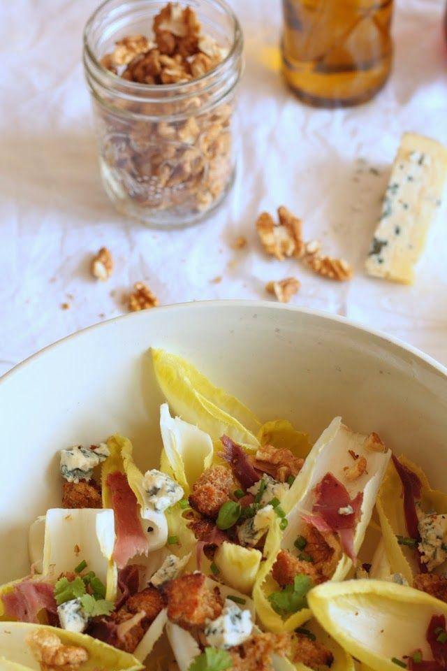 Lily's Kitchen Book: Salade d'endives aux noix, roquefort, chips de jambon, croûtons & vinaigrette au miel