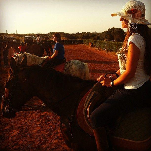 .@Viaggiareinpuglia Official | La nostra Giulia pronta per la sua prima esperienza a cavallo! #mypugliaexper...