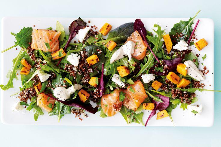 Når du trenger inspirasjon til næringsrik sunn middag, prøv da I FORMs spennende salat med laks, søtpotet, quinoa og fetaost.