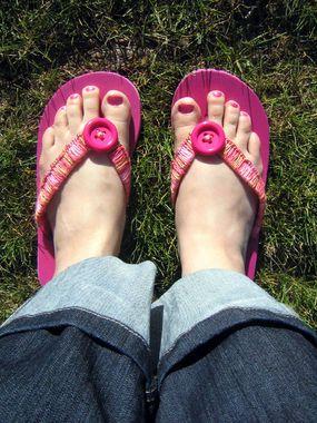 Crochet Flip Flops - cute!Crochet Ideas, Summer Picnic, Pink Flip Flops, Buttons Flip, Crafts Ideas, Embellishments Flipflops, Crochet Flip Flops, Embellishments Flip Flops, Crochet Embellishments