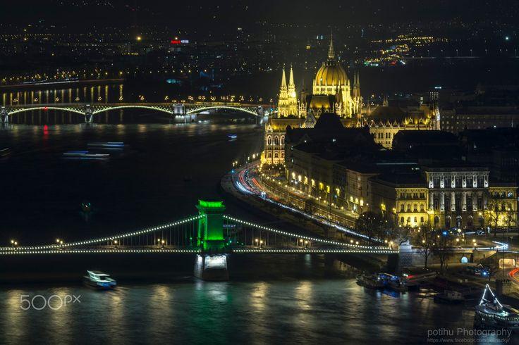 """Szechenyi Chain Bridge & Parlament by night - One of the sights of Budapest """"Szechenyi Chain Bridge"""" St. Patrick's Day green casual. ------------- Budapest egyik nevezetessége a """"Széchényi Lánchíd"""" Szent Patrik Nap alkalmából alkalmi zöld színben."""